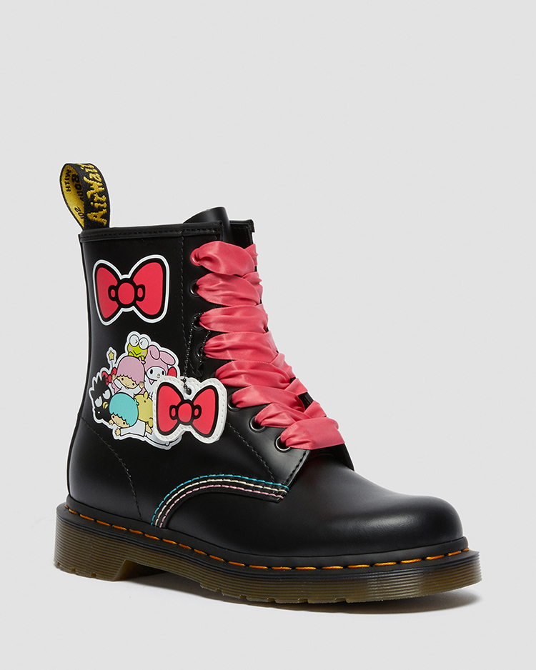 1460 HELLO KITTY AND FRIENDS 8 ホール ブーツ(BLACK+MULTI)